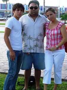 de izq a der Bruno, Carlos & Betty Rocha