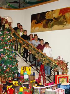 de arriba a abajo: mi padre, Yo, Betty, Dulcinea, Hilda, Tomas (detrás de mi hermano), Carlos, Bruno y Mauricio  Cena de Navidad Diciembre 2009